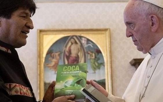 Evo Morales le recomienda al Papa que tome coca para su salud