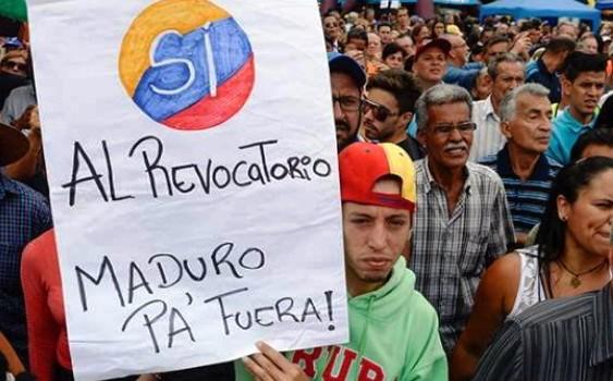 Venezuela: Oposición triplicó firmas requeridas para revocar a Maduro